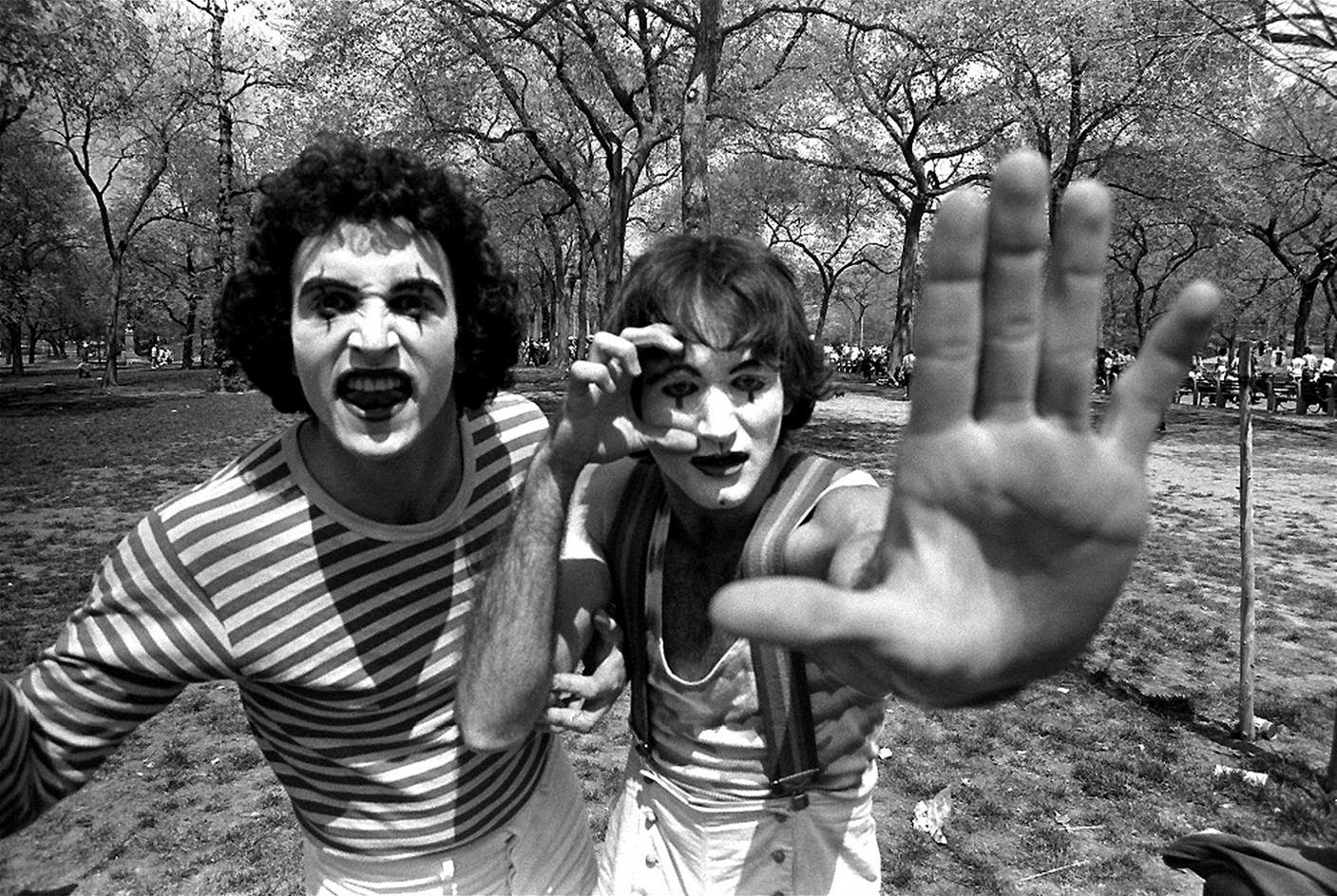 Robin Williams as a Mime in Central Park, 1974 (3)